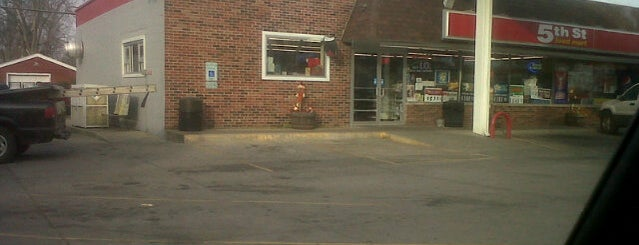 Philips 66 / 5th Street Food Mart is one of Lincoln 1.