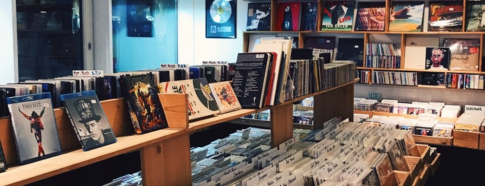 Moses Records is one of Favorite Places Vienna.