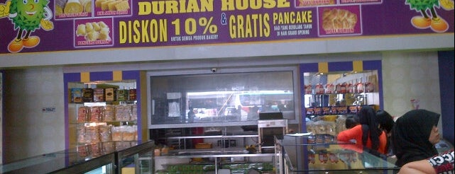 Durian House is one of Medan culinary spot.