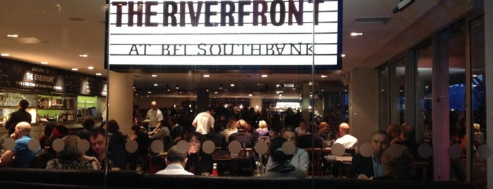 The Riverfront Bar and Kitchen is one of Restaurantes.