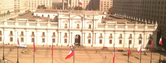 Palacio de La Moneda is one of Para visitar en Santiago.