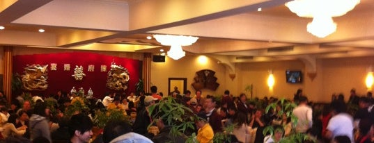 East Harbor Seafood Palace (迎賓大酒樓) is one of Outer boroughs adventures.