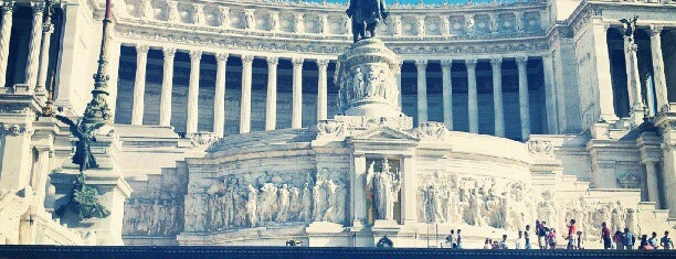 Altare della Patria is one of Italy Top Venue.