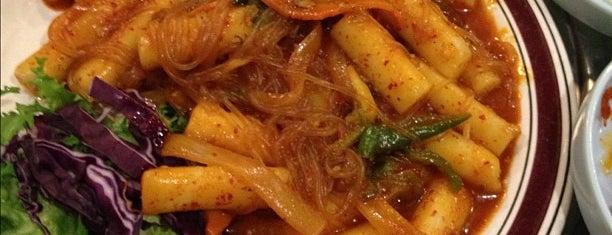New York Kom Tang Soot Bul Kalbi House is one of NYC 24h restaurants.