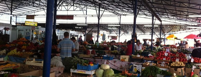 Ринок «Лівобережний» is one of Vegetarian and vegan places.