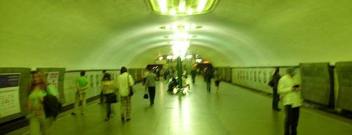 Станція «Харківська» is one of Київський метрополітен.