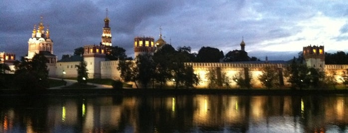 Parque Novodevichy is one of Сады и парки Москвы.