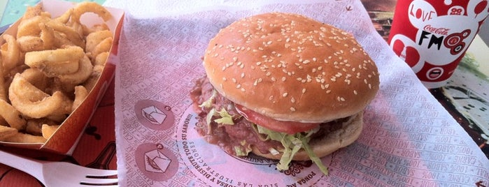 Hamburguesas El Corral is one of RESTAURANTES MEDELLIN.