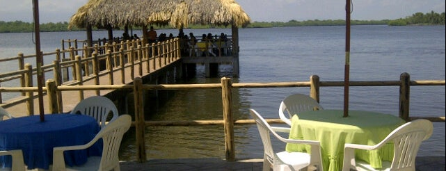 Acajutla Costa del Sol is one of Restaurantes.