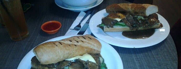 Sugarcraft Sandwich Bar is one of Cafe & Kopitiam.