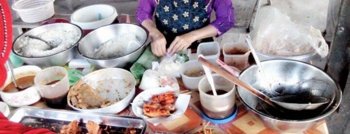 ร้านข้าวแกงท่ากินดิน is one of ร้านอาหารมุสลิม.