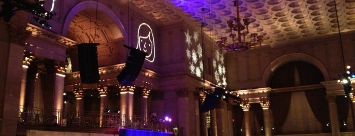 Cipriani Wall Street is one of Way Downtown (TriBeCa/FiDi/BPC) drink spots.