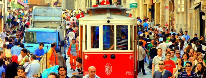 İstiklal Caddesi is one of İstanbul'da En Çok Check-in Yapılan Mekanlar.