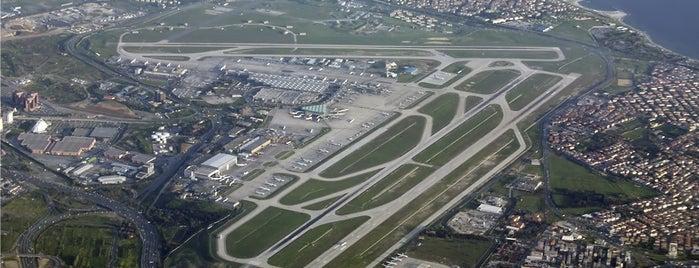 Istanbul Atatürk Airport (IST) is one of İstanbul'da En Çok Check-in Yapılan Mekanlar.