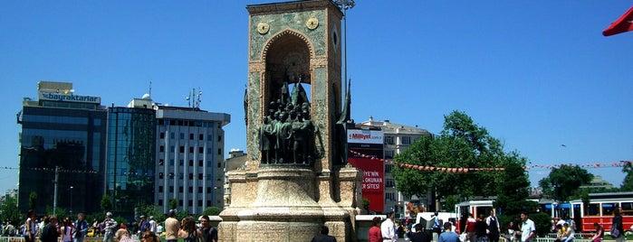 Taksim Square is one of İstanbul'da En Çok Check-in Yapılan Mekanlar.