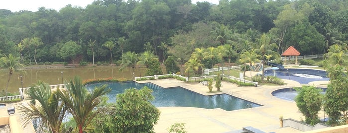 Melaka Puteri Resort is one of where to stay!!.