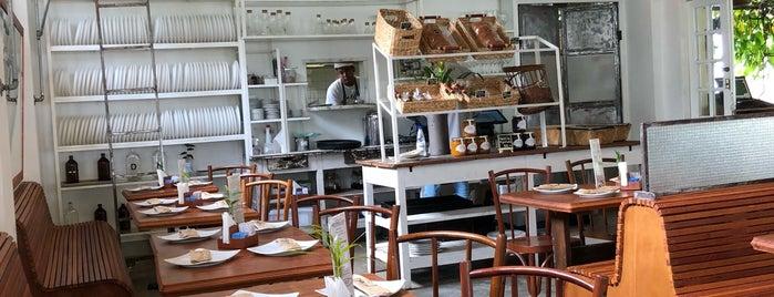 Jarbô Café e Brasserie is one of Melhores Confeitarias, Padarias, Cafés do RJ.