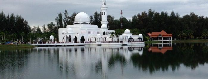 Masjid Tengku Tengah Zaharah (Masjid Terapung) is one of masjid.
