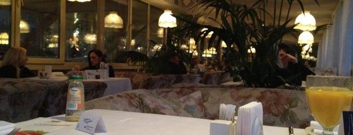 На речке is one of Рестораны с нереальным видом.
