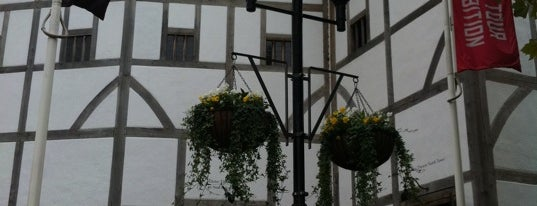 Shakespeare's Globe Theatre is one of London as a local.
