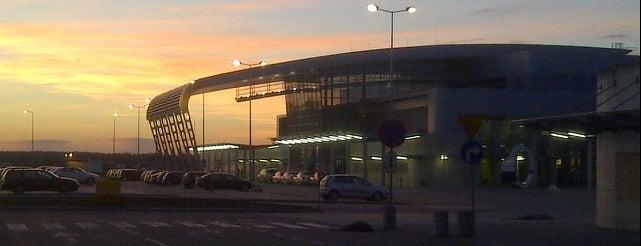 Poznań–Ławica Henryk Wieniawski Airport (POZ) is one of Dima airports.