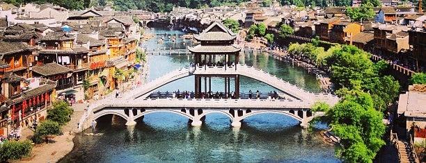 Fenghuang/Phoenix City is one of Mon Carnet de bord.