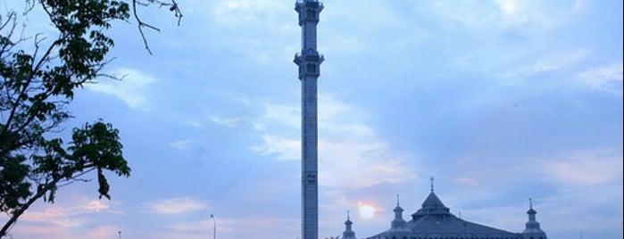 Masjid Al Markaz Al Islami is one of bontoala.