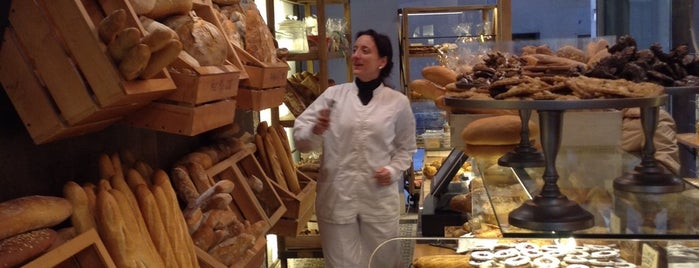 Forn Boix is one of Breakfast and nice cafes in Barcelona.