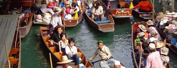 Damnoen Saduak Floating Market is one of Places in the world.