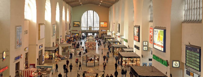 Stuttgart Hauptbahnhof is one of Ausgewählte Bahnhöfe.