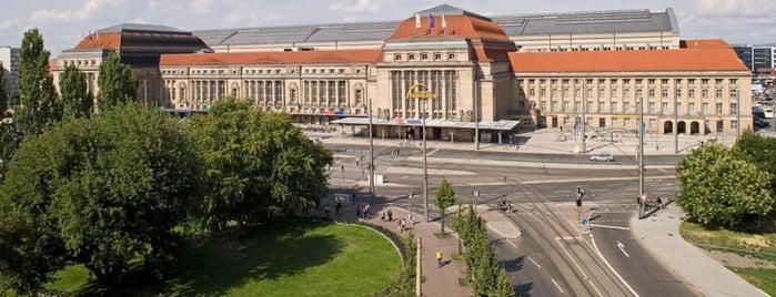 Leipzig Hauptbahnhof is one of Top 40 Foursquare Bahnhöfe.