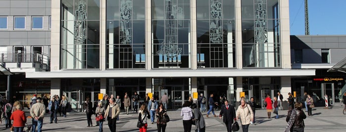 Dortmund Hauptbahnhof is one of Top 40 Foursquare Bahnhöfe.