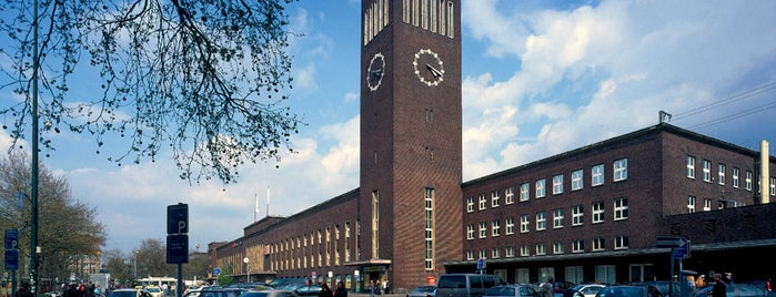 Düsseldorf Hauptbahnhof is one of Top 40 Foursquare Bahnhöfe.