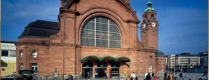 Wiesbaden Hauptbahnhof is one of Top 40 Foursquare Bahnhöfe.