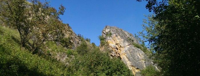 Lom Opatřilka is one of Doly, lomy, jeskyně (CZ).