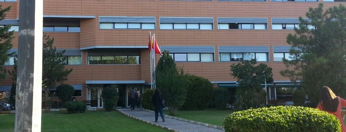 Istanbul Commerce University is one of İstanbuldaki Üniversiteler ve Kampüsler.