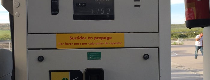 Gasolinera Shell is one of Alex.