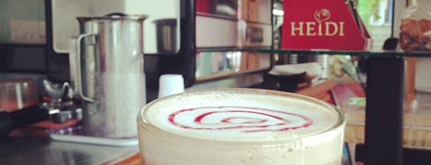 Kahava Cafe' & Mama Made Roti is one of ครัวคุณต๋อย 2557.