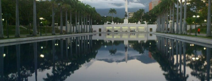 Circulo Militar is one of Plazas, Parques, Zoologicos Y Algo Mas.