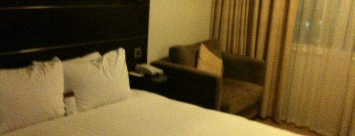 DoubleTree by Hilton Hotel London Heathrow Airport is one of Hotel.
