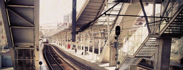 Estação Ferroviária Roma-Areeiro is one of Estações.