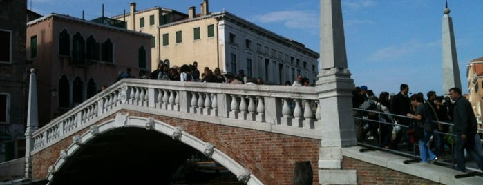 Ponte de Canaregio o de le Guglie is one of Venezia food.