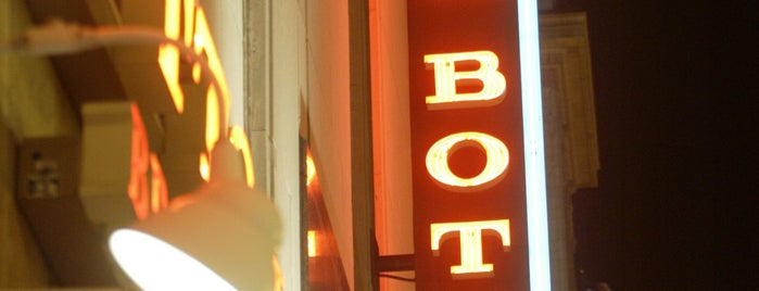 Rock Bottom Restaurant & Brewery is one of Breweries.