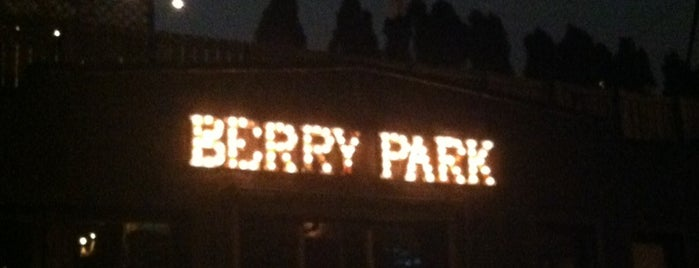 Berry Park is one of Top Craft Beer Bars: NYC Edition.