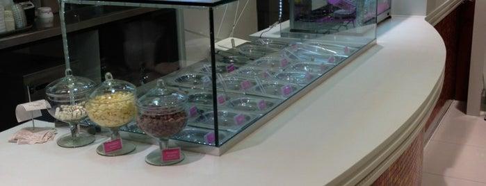 Yogurberry is one of Shopping Anália Franco.
