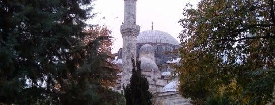 Şehzadebaşı Camii is one of İstanbul'daki Mimar Sinan Eserleri.