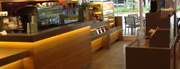 The Coffee Bean & Tea Leaf is one of dine in.