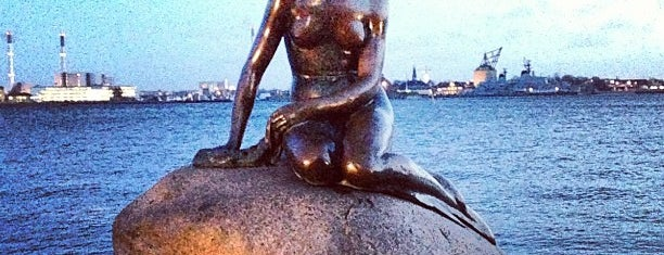 The Little Mermaid is one of Copenhagen 2-days-tourist-to-do list.