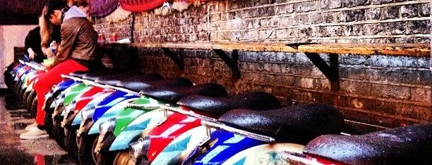 Camden Lock Village is one of London 🇬🇧.