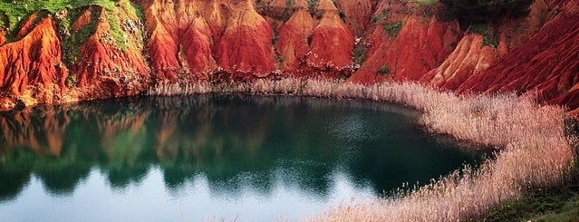 Lago Di bauxite is one of South Italy.